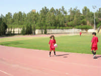 Stadio Comunale - Campus Milan: Giorgia ed altri ragazzi si allenano - 6 luglio 2006  - Alcamo (1653 clic)