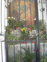 a spasso per il paese: particolare della cappella dedicata a Maria SS. della Provvidenza - 17 giugno 2007  - Chiusa sclafani (1050 clic)