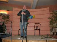 C/da Scampati - Sala Panorama - Cabaret durante la cena di beneficenza a favore dell'AVSI: Antonio Pandolfo, alcamese - 24 febbraio 2006  - Alcamo (1362 clic)