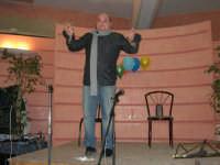 C/da Scampati - Sala Panorama - Cabaret durante la cena di beneficenza a favore dell'AVSI: Antonio Pandolfo, alcamese - 24 febbraio 2006  - Alcamo (1725 clic)