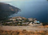 villaggio turistico e panorama - 5 agosto 1995  - Calampiso (4796 clic)