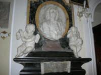 Chiesa di Santa Maria del Gesù: interno - 22 luglio 2006  - Alcamo (780 clic)