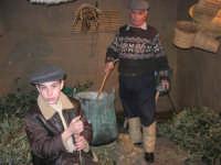 Presepe Vivente presso l'Istituto Comprensivo A. Manzoni, animato da alunni della scuola e da anziani del paese - il casaro - 20 dicembre 2007   - Buseto palizzolo (810 clic)