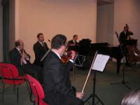 presso il Centro Congressi Marconi, il Concerto del Quintetto Caravaglios (Maestri: al violino Massimiliano Ramo, al piano Arcangelo Gruppuso al flauto Michele Lentini, al clarinetto Francesco Triolo, al contrabbasso Antonello Camporeale) (2) - 28 dicembre 2007   - Alcamo (1073 clic)