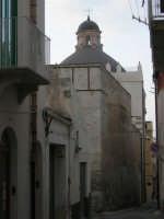 dalla via Alfieri, la cupola della Chiesa SS. Cosma e Damiano - 14 settembre 2007  - Alcamo (1350 clic)