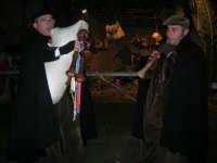 Presepe Vivente presso l'Istituto Comprensivo A. Manzoni, animato da alunni della scuola e da anziani del paese - zampognaro e flautista - 20 dicembre 2007   - Buseto palizzolo (789 clic)