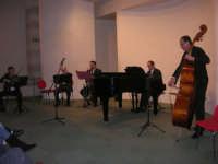 presso il Centro Congressi Marconi, il Concerto del Quintetto Caravaglios (Maestri: al violino Massimiliano Ramo, al piano Arcangelo Gruppuso al flauto Michele Lentini, al clarinetto Francesco Triolo, al contrabbasso Antonello Camporeale) (3) - 28 dicembre 2007   - Alcamo (1272 clic)