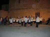 La banda del paese si esibisce sullo spiazzo antistante la Chiesa. Settimana della Musica 21/28 maggio - 21 maggio 2005  - San vito lo capo (2655 clic)