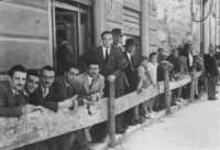 Alle corse dei cavalli - Corso VI Aprile (corso stretto)- 20 giugno 1946  - Alcamo (7967 clic)