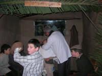 Presepe Vivente presso l'Istituto Comprensivo A. Manzoni, animato da alunni della scuola e da anziani del paese - u varveri - 20 dicembre 2007   - Buseto palizzolo (1115 clic)