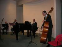 presso il Centro Congressi Marconi, il Concerto del Quintetto Caravaglios (Maestri: al piano Arcangelo Gruppuso al flauto Michele Lentini, al clarinetto Francesco Triolo, al contrabbasso Antonello Camporeale) (4) - 28 dicembre 2007   - Alcamo (1246 clic)