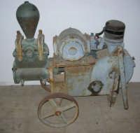 Baglio Abbate: in mostra attrezzi per la lavorazione del vino - 22 luglio 2006  - Balestrate (2634 clic)