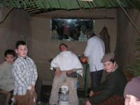 Presepe Vivente presso l'Istituto Comprensivo A. Manzoni, animato da alunni della scuola e da anziani del paese - u varveri - 20 dicembre 2007  - Buseto palizzolo (875 clic)