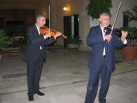 violinisti Giuseppe Di Giovanni e Giovanni Pitò (alcamesi)- concerto al Baglio Abbate - 12 settembre 2008  - Balestrate (1982 clic)