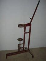 Baglio Abbate: in mostra attrezzi per la lavorazione del vino - 22 luglio 2006  - Balestrate (1892 clic)