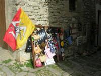 Souvenir nei pressi del Duomo - 1 maggio 2008   - Erice (1008 clic)