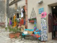 botteghe all'interno del Baglio Isonzo - 8 giugno 2008  - Scopello (1422 clic)