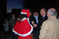 Epifania a Salemi - il Sindaco Vittorio Sgarbi (seminascosto da Babbo Natale) con il Presidente della Provincia di Trapani Mimmo Turano - 6 gennaio 2009   - Salemi (3316 clic)