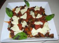 melanzane a tocchetti con pomodoro, mozzarella e basilico: complimenti a Giovanna! - 17 giugno 2007  - Chiusa sclafani (5723 clic)