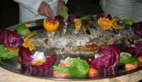 Baglio Abbate: si sta per servire il pesce! - 22 luglio 2006  - Balestrate (10451 clic)