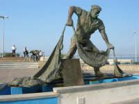 monumento dedicato al pescatore - 25 aprile 2007  - Isola delle femmine (1682 clic)
