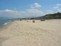 da zona Canalotto: la spiaggia, guardando verso Balestrate - 4 settembre 2007  - Alcamo marina (1149 clic)