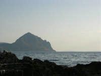 Dagli scogli di Macari il Monte Cofano e le Isole Egadi - 5 luglio 2005  - San vito lo capo (1387 clic)