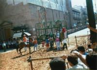 Festeggiamenti in onore di Maria Santissima dei Miracoli - La corsa dei cavalli - La partenza nel Corso 6 Aprile, dinanzi a Piazza Ciullo e la Chiesa di Sant'Oliva - 19 giugno 1995  - Alcamo (1527 clic)
