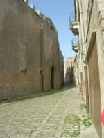 strada adiacente al Duomo - 1 maggio 2008   - Erice (964 clic)
