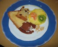 frutta, panettone e parfait di mennuli - semifreddo alle mandorle -, con l'aggiunta di un pò di cioccolata fusa - 14 dicembre 2008   - Segesta (2941 clic)