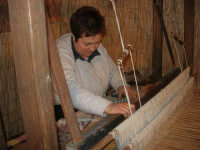 Cene di San Giuseppe - lavoro al telaio - 15 marzo 2009   - Salemi (2369 clic)