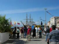 America's Cup - Mostra storica sulla banchina del porto ed alberi dell'Amerigo Vespucci - 2 ottobre 2005  - Trapani (2021 clic)
