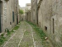 per le vie del paese - 25 aprile 2006  - Erice (1291 clic)