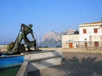 monumento dedicato al pescatore - 25 aprile 2007  - Isola delle femmine (1250 clic)