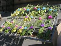 Le palmette, realizzate con foglie di palma intrecciate, per la Domenica delle Palme - 15 marzo 2008  - Castellammare del golfo (4110 clic)