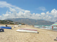 la spiaggia, il mare, i monti di Castellammare - 2 settembre 2007   - Alcamo marina (832 clic)