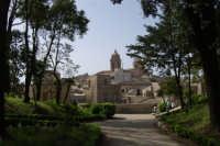 dalla Villa Comunale - Balio - uno scorcio della città con il campanile della Chiesa Parrocchiale di San Giuliano - sec. XII - XVII - 1 maggio 2008   - Erice (890 clic)
