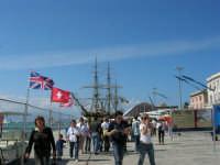 America's Cup - Mostra storica sulla banchina del porto e nave scuola Amerigo Vespucci - 2 ottobre 2005  - Trapani (1926 clic)