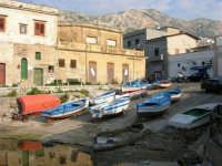 al porto: barche in secca - 25 aprile 2007  - Isola delle femmine (905 clic)