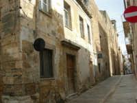 Via Ernesto De Blasi Chiarelli - Chiesa di SS. Salvatore e Monastero dell'ordine di S. Benedetto detto Badia Grande - 25 febbraio 2006   - Alcamo (1533 clic)