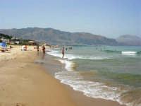 il mare, la spiaggia, i monti di Castellammare - 21 agosto 2007  - Alcamo marina (927 clic)