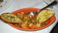 pranzo al Ristorante del Golfo (da Liborio - specialità pesce) - via Segesta, 153 -: zuppa di pesce spada - 7 maggio 2006  - Castellammare del golfo (2396 clic)