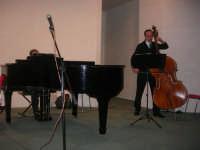 presso il Centro Congressi Marconi, il Concerto del Quintetto Caravaglios (maestri: Arcangelo Gruppuso al pianoforte ed Antonello Camporeale al contrabbasso) (8) - 28 dicembre 2007   - Alcamo (1080 clic)