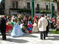 Piazza Ciullo - Domenica mattina: carnevale - 26 febbraio 2006   - Alcamo (1380 clic)