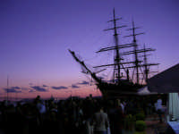 In occasione della Trapani Louis Vuitton Acts 8 & 9, l'Amerigo Vespucci attraccata al molo del porto - 1 ottobre 2005  - Trapani (2358 clic)