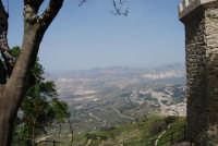 panorama dalle torri medievali ed uno scorcio della città di Valderice - 1 maggio 2008   - Erice (796 clic)