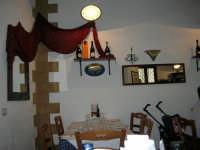 pranzo al Ristorante del Golfo (da Liborio - specialità pesce) - via Segesta, 153 -: un angolo del locale - 7 maggio 2006  - Castellammare del golfo (1990 clic)