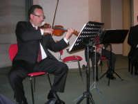 presso il Centro Congressi Marconi, il Concerto del Quintetto Caravaglios (maestri: Massimiliano Ramo al violino e Michele Lentini al flauto) (11) - 28 dicembre 2007   - Alcamo (975 clic)