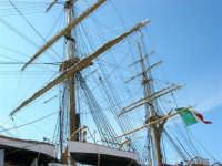 Alberi dell'Amerigo Vespucci, attraccata al molo del porto in occasione della Trapani Louis Vuitton Acts 8&9 - 2 ottobre 2005  - Trapani (2049 clic)