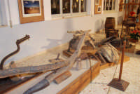 Museo etno-antropologico presso l'Istituto Comprensivo A. Manzoni (1)- 20 dicembre 2007  - Buseto palizzolo (1137 clic)